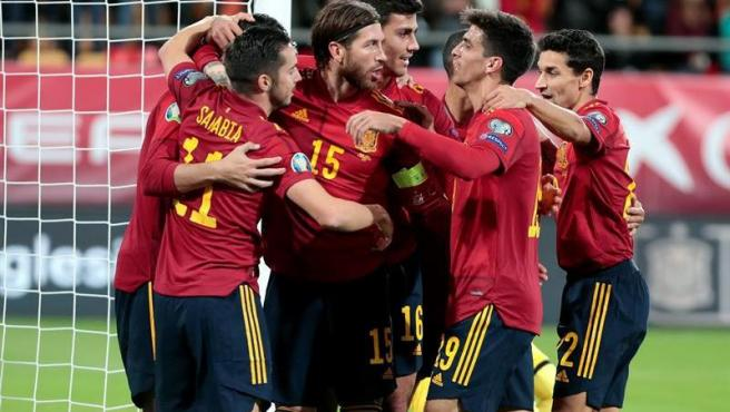 España celebra uno de los goles ante Malta