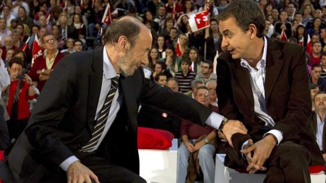 Jose Luís Rodriguez Zapatero (d) y Alfredo Pérez Rubalcaba, en una imagen de 2011.