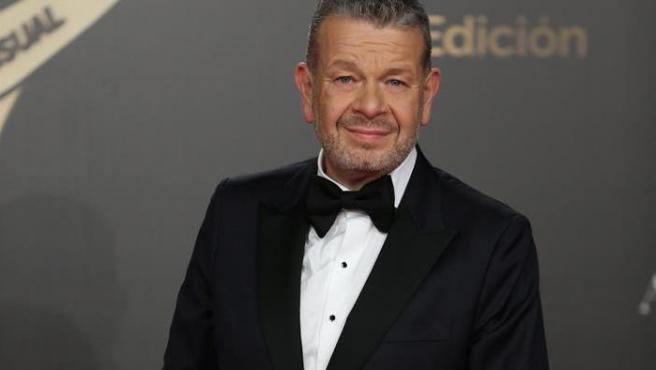 El cocinero y presentador de televisión Alberto Chicote posa a su llegada a la gala de entrega de los XXI Premios Iris de la Academia de Televisión.
