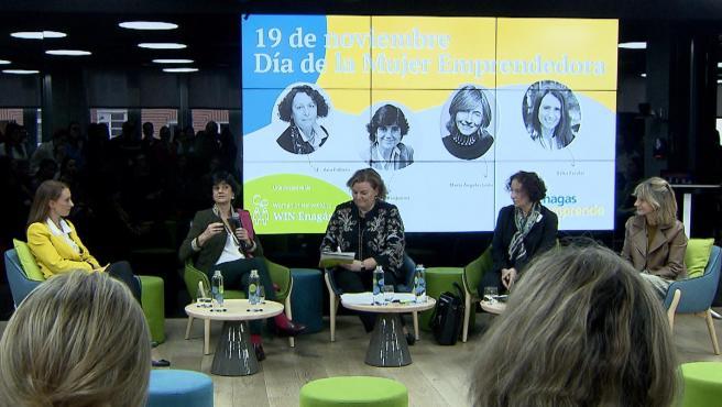 Mujeres empresarias se reúnen para hablar sobre emprendimiento