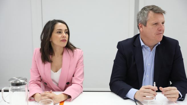 El Gobierno contacta con Cs para la investidura, aunque Arrimadas se desmarca: '