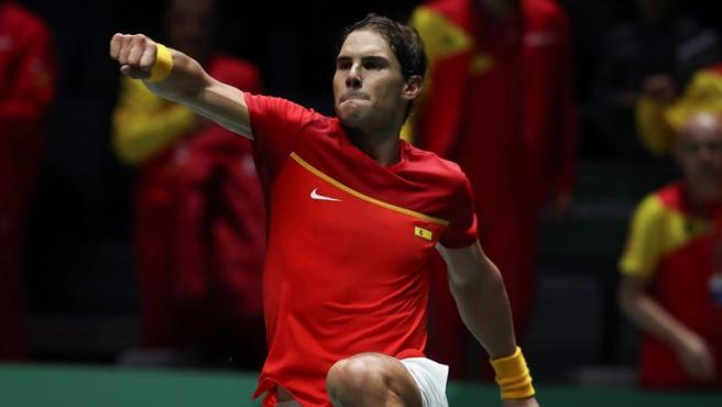 Rafa Nadal celebra su victoria ente el ruso Karen Khachanov, en la segunda jornada de la Copa Davis, en la Caja Mágica de Madrid.