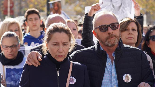 Los padres de la joven, Antonio del Castillo y Eva Casanueva, en la manifestación en enero para exigir la repetición del juicio por el caso Marta del Castillo