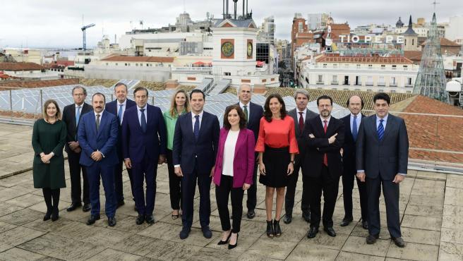 Foto de familia del Gobierno tomada este jueves en una azotea de la Puerta del Sol.