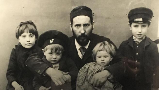 Ramón y Cajal, junto a cuatro de sus hijos