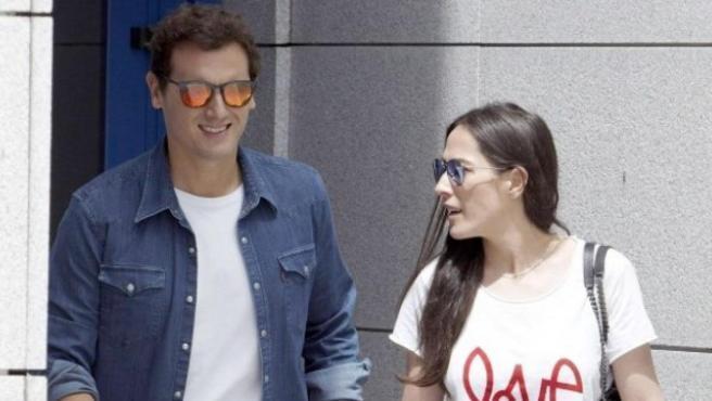 Albert Rivera y Malú están de enhorabuena. La pareja ha confirmado en sus perfiles de Instagram la buena nueva. Un bebé que llega después de una intensa relación que comenzó hace algo más de un año.