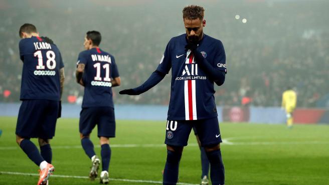 Neymar manda a acallar a la afición del PSG.