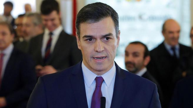 El presidente del Gobierno en funciones, Pedro Sánchez hace declaraciones a los medios a su llegada al Congreso.