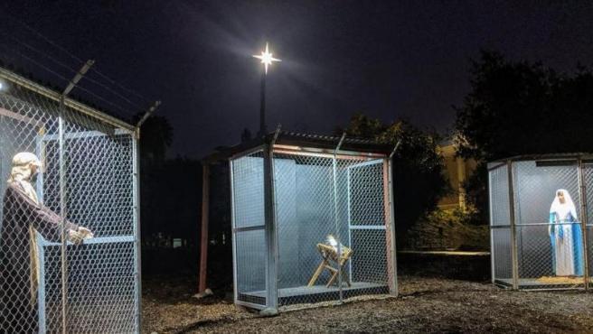 Imagen del belén de la iglesia de Claremont para denunciar el trato a los migrantes.