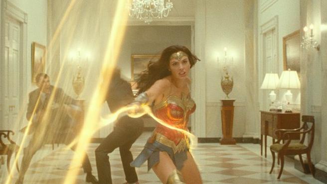 Gal Gadot, como Wonder Woman, en una imagen del tráiler de 'Wonder Woman 1984'.