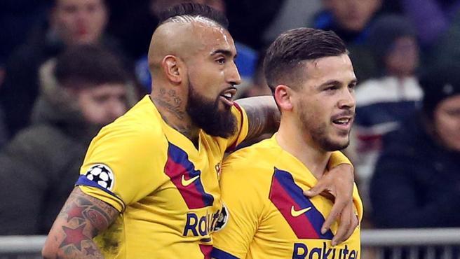 Arturo Vidal y Carles Pérez celebran su gol en Champions.