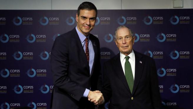 El presidente del Gobierno en funciones, Pedro Sánchez se reúne con el actual candidato a las elecciones primarias del Partido Demócrata, Michael Bloomberg.