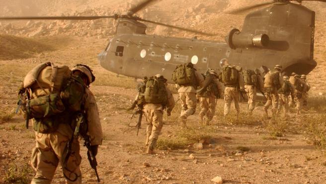 Soldados estadounidenses al término de una operación en el distrito de Daychopan, en Afganistán, en septiembre de 2003.