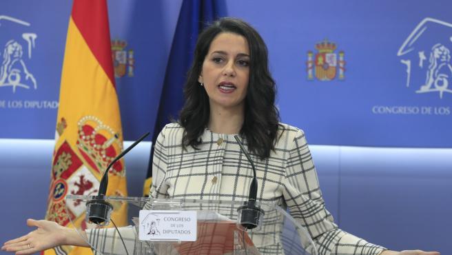 Inés Arrimadas comparece en el Congreso tras su reunión con Felipe VI.