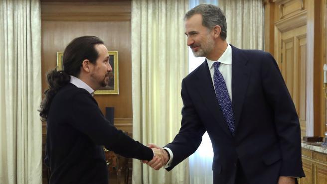 Pablo Iglesias y Felipe VI durante la ronda de consultas.