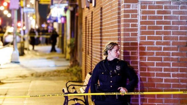 La Policía vigila la zona de Greenville, en Nueva Jersey (EE UU), donde un tiroteo frente a un supermercado dejó al menos 6 muertos.