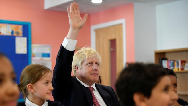 Boris Johnson durante una visita a una escuela en Londres.