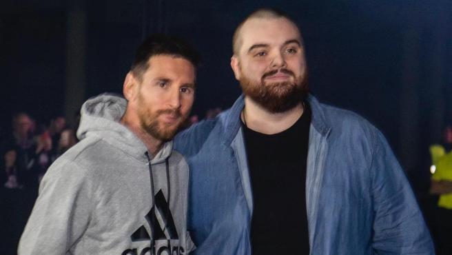 Messi e Ibai Llanos durante un evento publicitario.