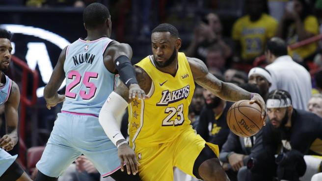 LeBron James durante su partido contra Miami Heat