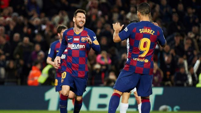Leo Messi y Luis Suárez celebrando un gol