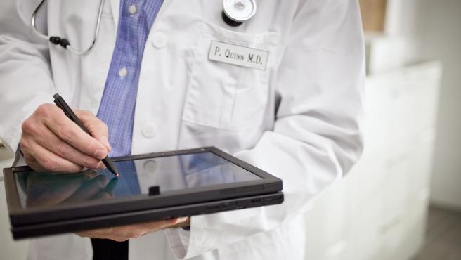 Un médico en una imagen de archivo
