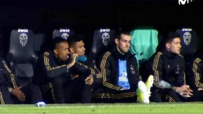 Gareth Bale, en el banquillo de Mestalla durante el Real Madrid-Valencia