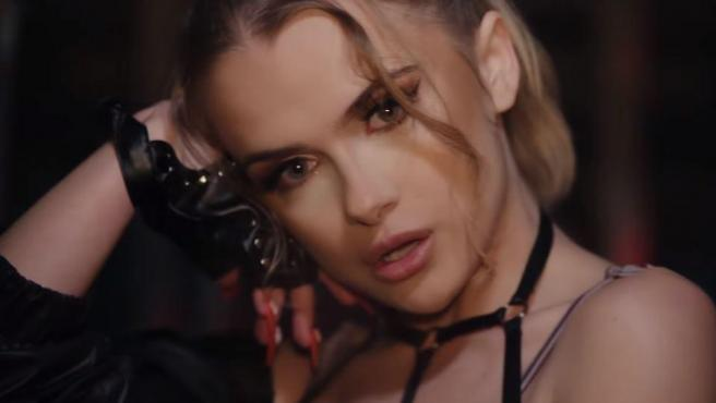 Marina Yers, en su videoclip 'Yoyo'.