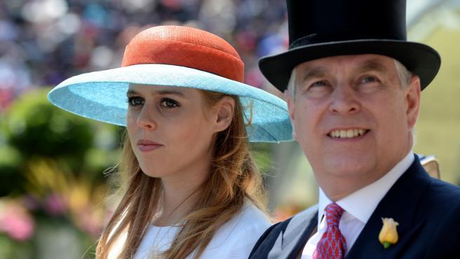 El príncipe Andrés, duque de York, y su hija, Beatriz, en 2015.