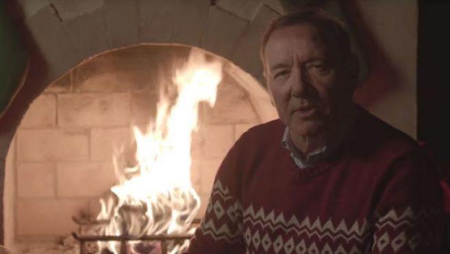 Kevin Spacey vuelve a felicitarnos las Navidades con un vídeo creepy