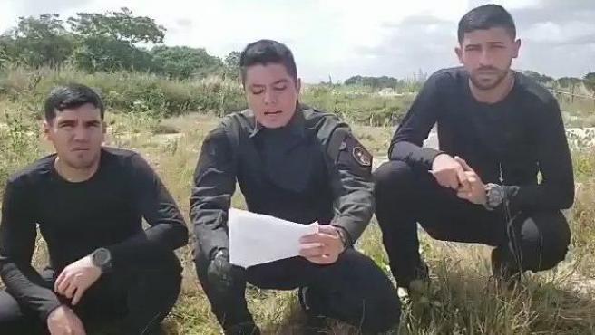 Militares rebeldes venezolanos, en un llamamiento contra el Gobierno de Nicolás Maduro.