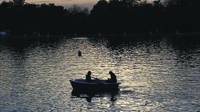 El estanque de El Retiro en el atardecer