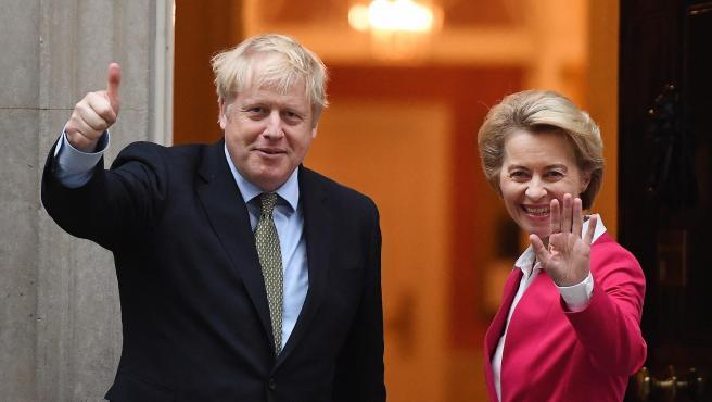 El primer Ministro británico, Boris Johnson, junto a la presidenta de la Comisión Europea, Ursula Von der Leyen.