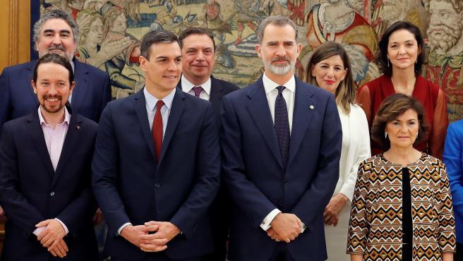 Posado durante la toma de posesión de los ministros del nuevo Gobierno.