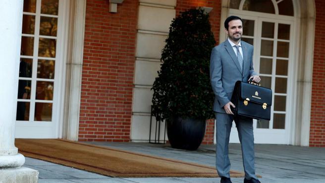 El ministro de Consumo, Alberto Garzón, a su llagada al Palacio de la Moncloa para asistir al primer Consejo de Ministros del Gobierno de coalición.