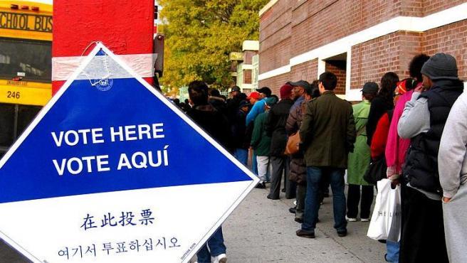 Electores esperando su turno en un centro de votación de Brooklyn, Nueva York (EE UU), en una imagen de archivo.