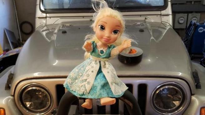 La muñeca embrujada de Elsa.