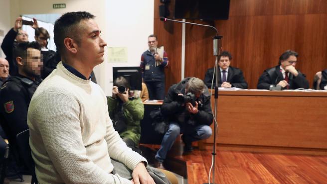 El acusado Rodrigo Lanza durante la vista pública celebrada este martes en la Audiencia de Zaragoza.