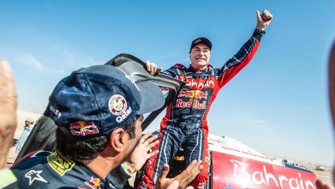 Carlos Sainz celebra su tercer rally Dakar