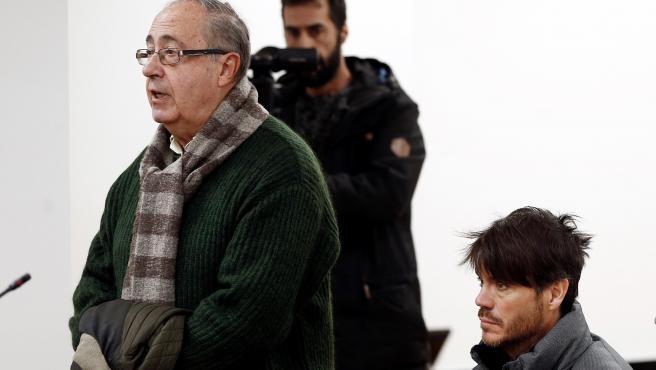 El exgerente Angel Vizcay (i) y Diego Maquírriain (d), expresidente de la Fundación Osasuna, en el inicio del juicio