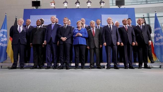Foto de familia de los participantes en la Conferencia Internacional sobre Libia celebrada en Berlín.