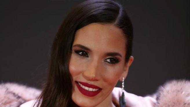 La artista India Martínez, a su llegada a la alfombra roja de la primera edición de los Premios Odeón.
