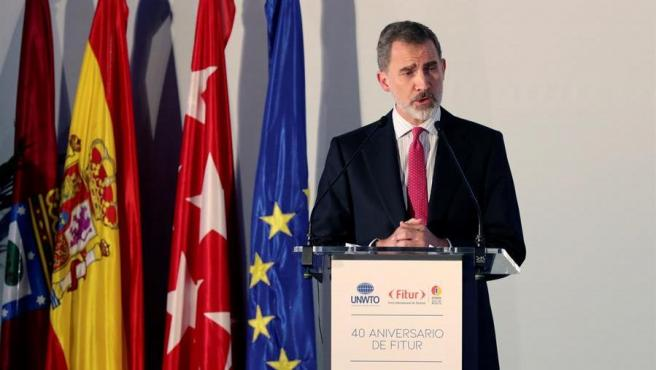 El rey Felipe VI, durante su intervención en la celebración de la cena conmemorativa del 40 aniversario de la Feria Internacional de Turismo (FITUR), en el Palacio de Cibeles, Madrid.