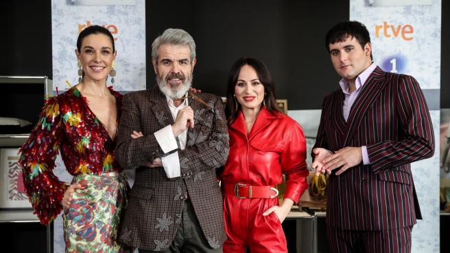 La presentadora Raquel Sánchez Silva y los diseñadores Lorenzo Caprile, María Escoté y Palomo Spain.