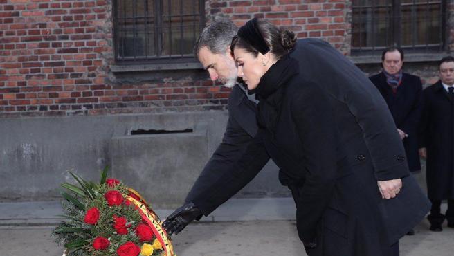 Felipe VI y doña Letizia, en el campo de concentración y exterminio nazi de Auschwitz.