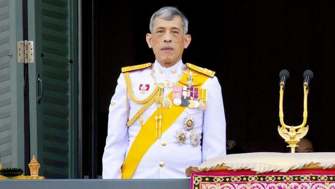 Cr U00edticas Al Rey De Tailandia Por Pasar La Cuarentena Con