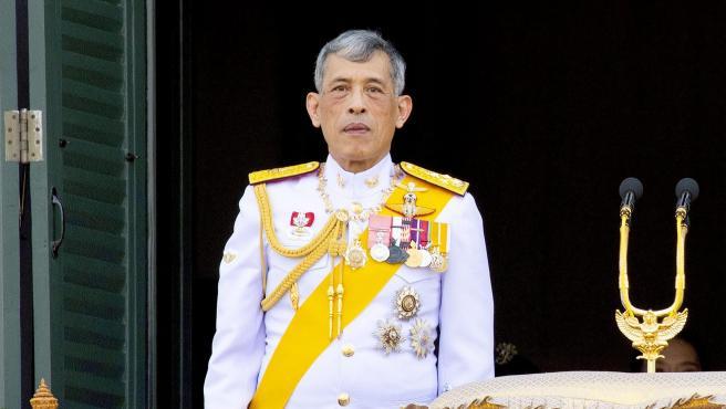 Rey Rama X de Tailandia y su cuarta esposa, Suthida, en mayo de 2019.