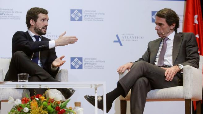 El presidente del PP, Pablo Casado, y el expresidente del Gobierno, José María Aznar, durante su participación en un foro del Instituto Atlántico de Gobierno (IADG).