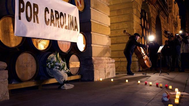 Concentración en Logroño en recuerdo a Carolina, la niña de cinco años hallada muerta.
