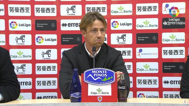 El entrenador del Almería no ocultó su malestar tras empatar ante el Numancia.