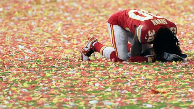Alex Brown, de los Kansas City Chiefs, tras la victoria de su equipo sobre los San Francisco 49ers en la LIV Super Bowl, en el Hard Rock Stadium de Miami Gardens (Florida, EE UU).